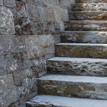 Treppenanlage aus Naturstein in Ingolstadt