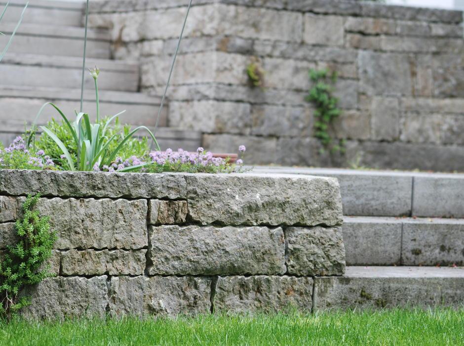 Beispiel einer Trockenmauerterrassenanlage in Ingolstadt